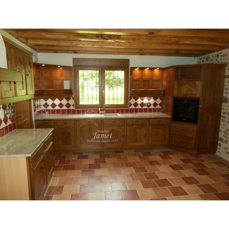 Cuisine rustique en bois four central meubles jamet for Cuisine rustique bois
