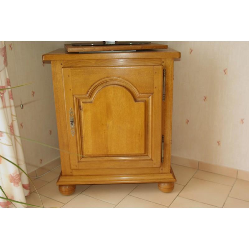 meuble de t l vision louis xiv bois clair meubles jamet. Black Bedroom Furniture Sets. Home Design Ideas