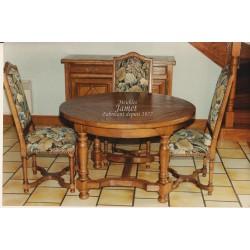 Table ronde en bois dessus épis